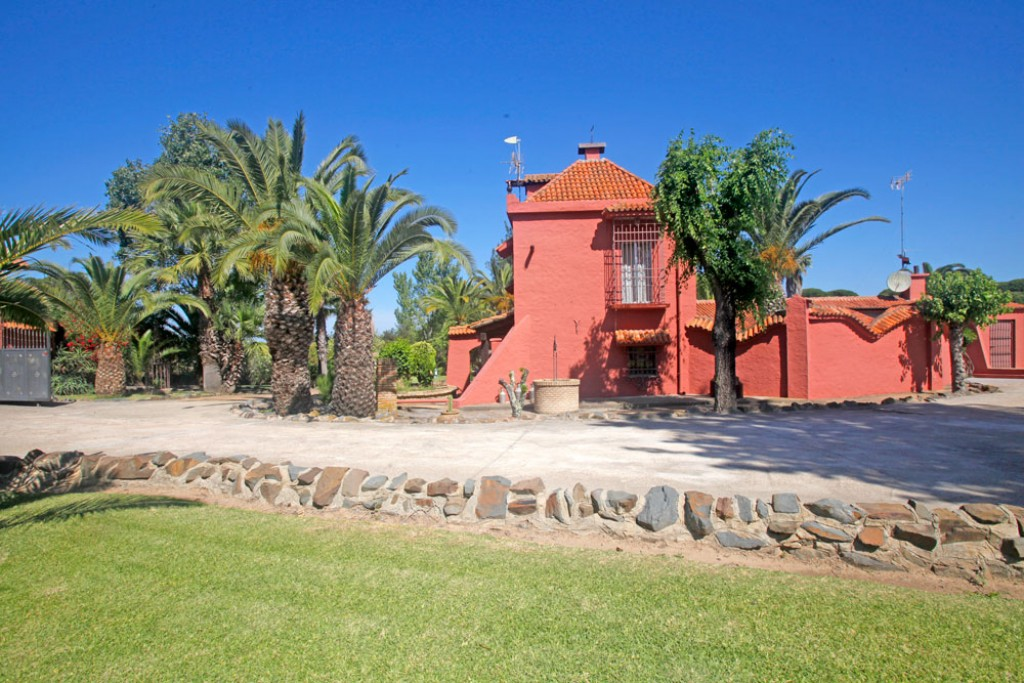 8 Bedroom Villa for Sale in Cartaya  / El Rompido